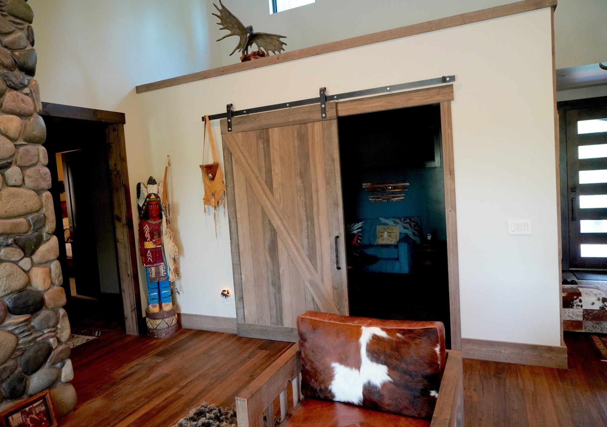 How to Decorate a Mountain Modern TV Room, sliding barn door,