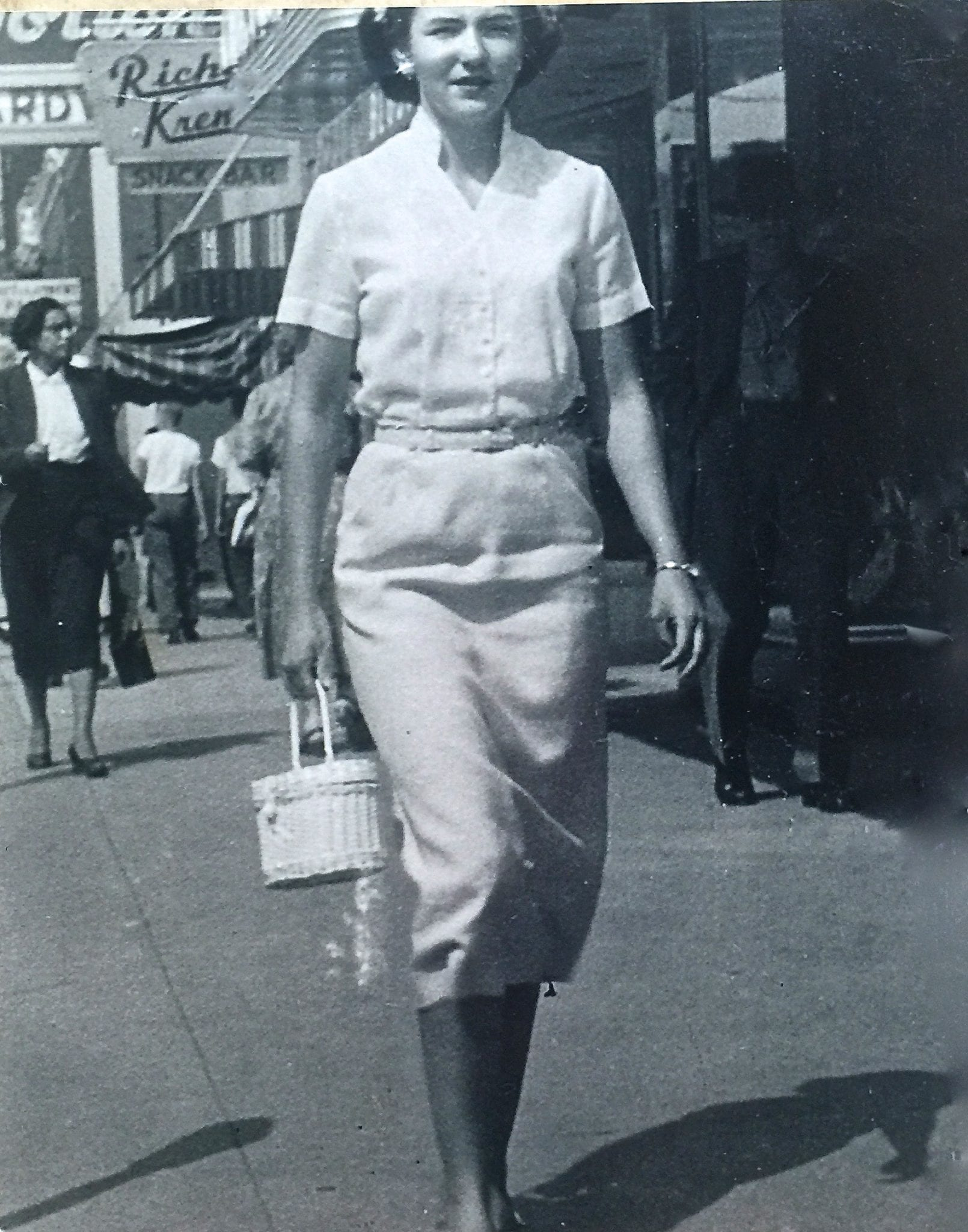 grief, loss of a loved one, my mom, 1952 photo, downtown Maryville, TN 1952