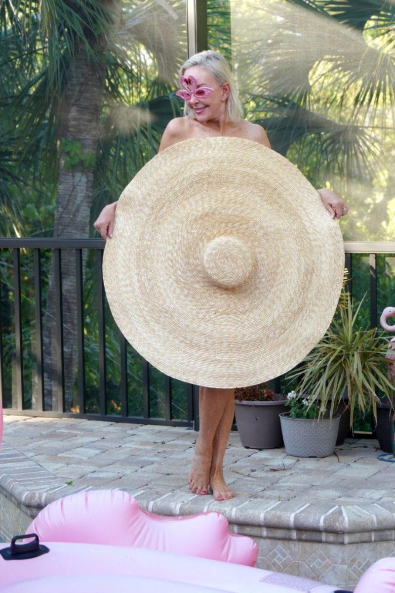 Big hat covering SheShe