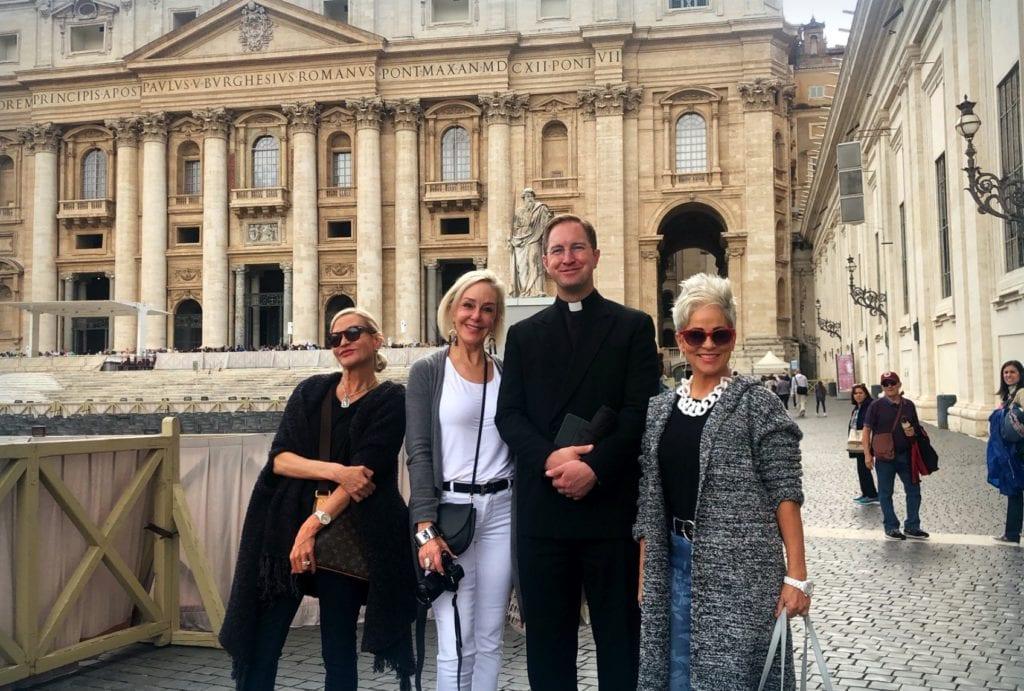 Travel bloggers tour Vatican, Rome