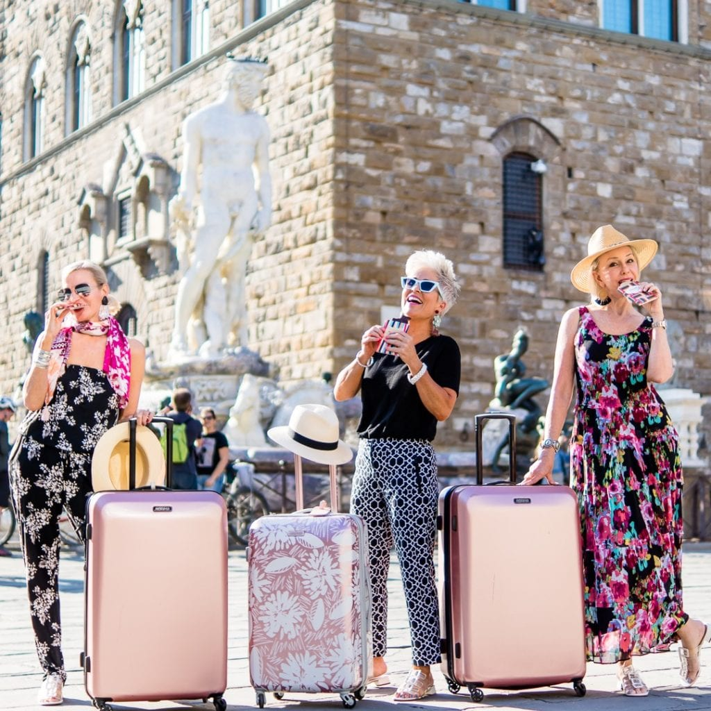 Chicover50 + MoreThanTurquoise & SheSheShow in Piazza Florence American Tourister luggage