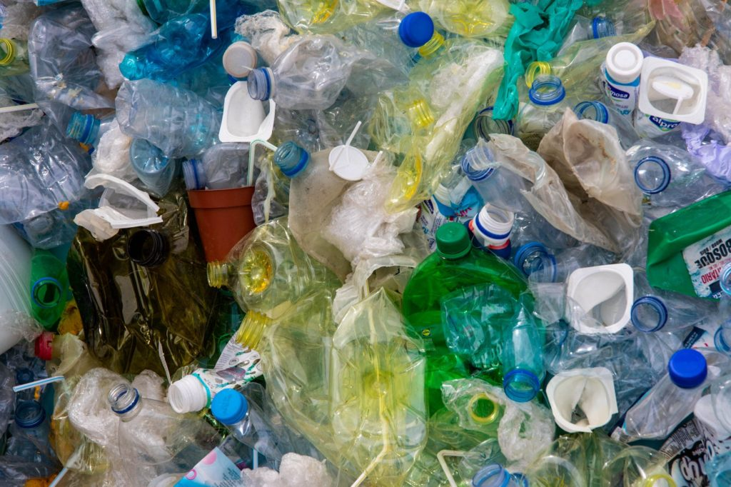 Plastic straws, metal straws, reusable bags, how to recycle, how to reuse, thrift shopping, recycling technology, how to be more environmentally friendly, how to be eco-friendly, easy ways to recycle, easy ways to reuse,
