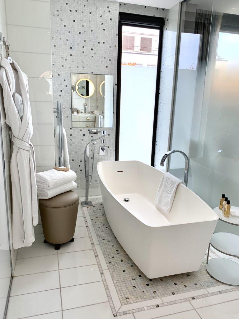 Bathtub, towels and robes