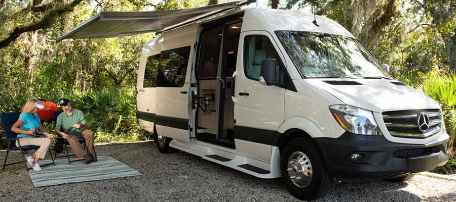 how to plan an RV trip, different types of RVs, RVs for rent near me, how to rent an RV, RV rental agencies, how to plan RV trip, how to choose an RV, different RV rental agencies, where to park RV, where to buy RVs, RVs for sale, where to go in an RV