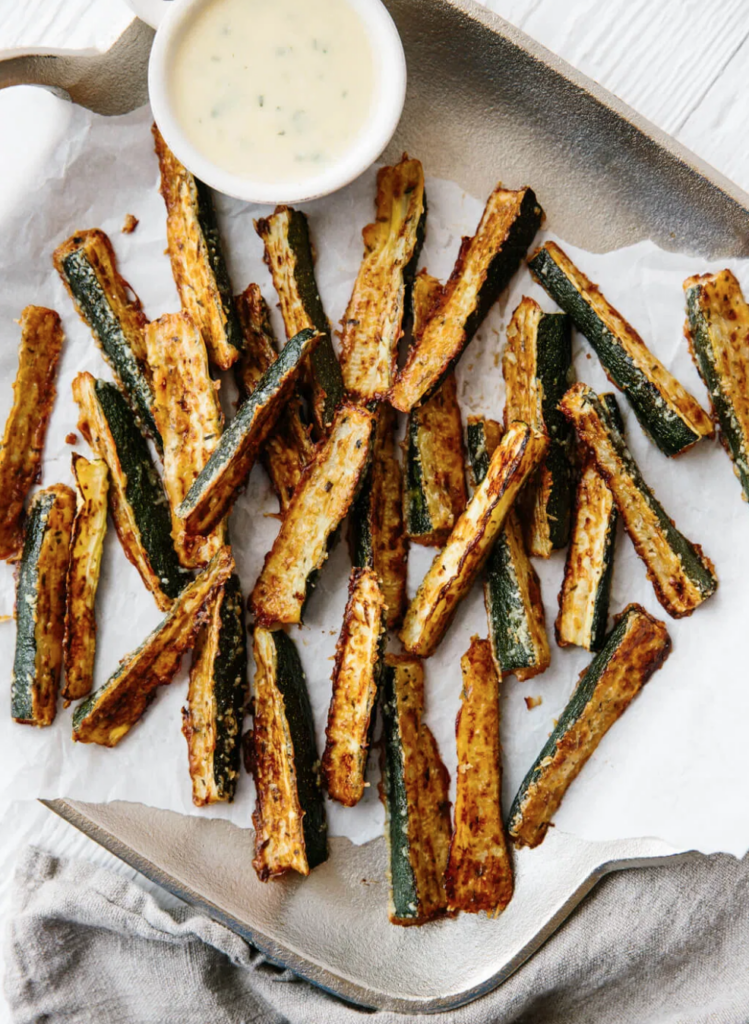 HEALTHY BAKED ZUCCHINI FRIES (GLUTEN-FREE, LOW-CARB)